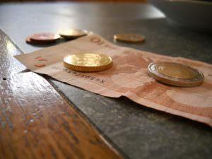 money-615878_640