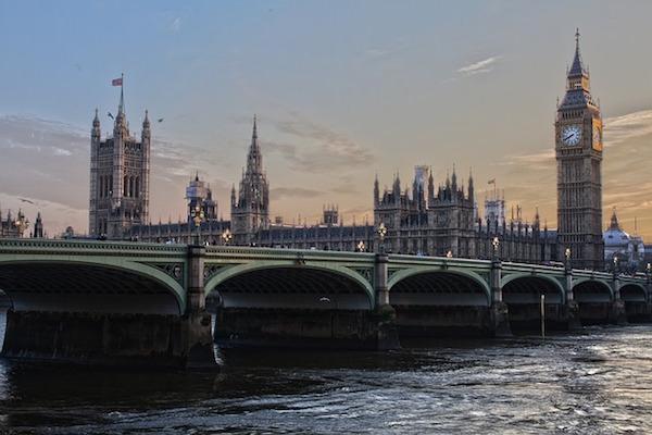 El discurso de Theresa May y la inflación impulsan a la libra