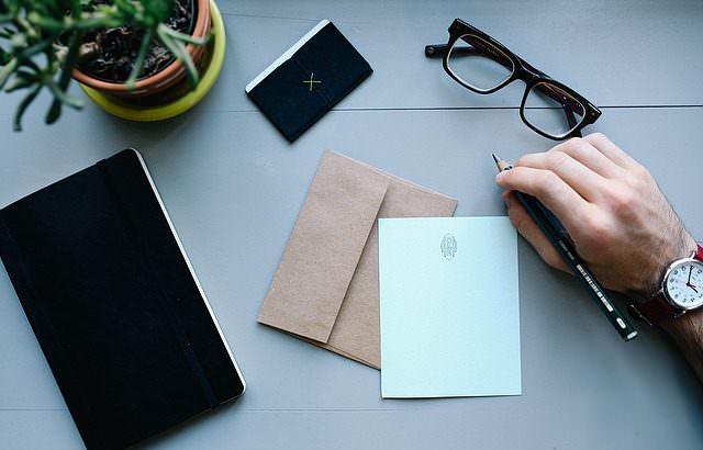 Ventajas de comprar sobres personalizados online