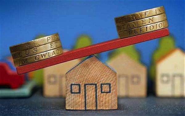 Las hipotecas por debajo de euríbor más 1 % exigen contratar más de cuatro productos vinculados de media