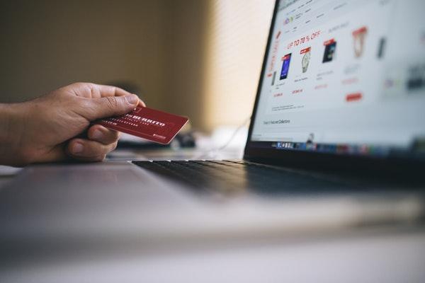 5 de cada 10 empresas españolas ya acepta el pago con tarjeta
