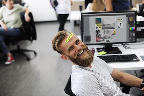 Contribuye a la felicidad de un emprendedor regalándole la identidad corporativa de su empresa