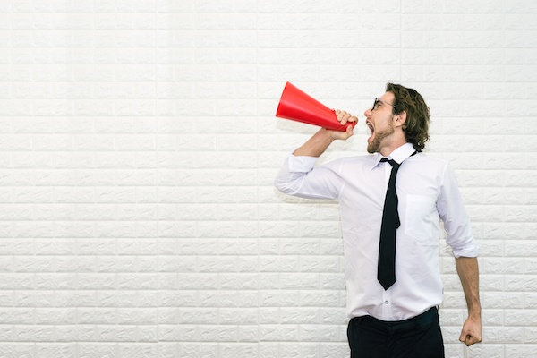 4 Trucos para promocionar tu propio negocio con una mínima inversión