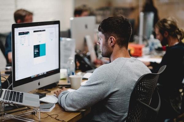 La importancia del software para negocios que ahorra tiempo en procesos repetitivos
